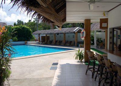 Marcosas Cottage ResortMarcosasPoolBar640x480